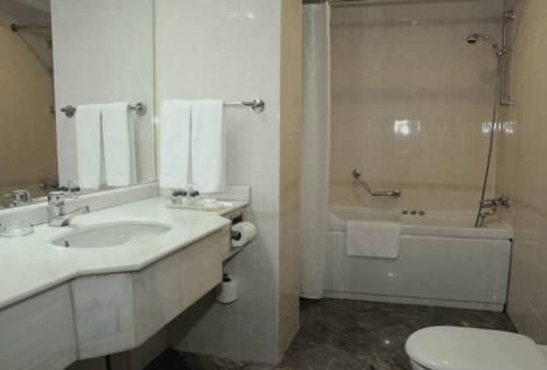 merit-halki-palace-banyo