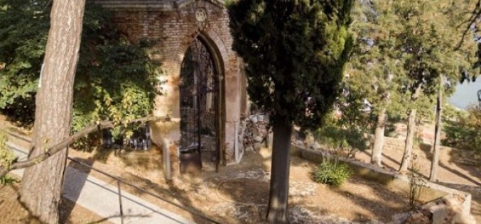 Heybeliada Süslü Mezar (Kangelaris Ailesi Anıt Mezarı)