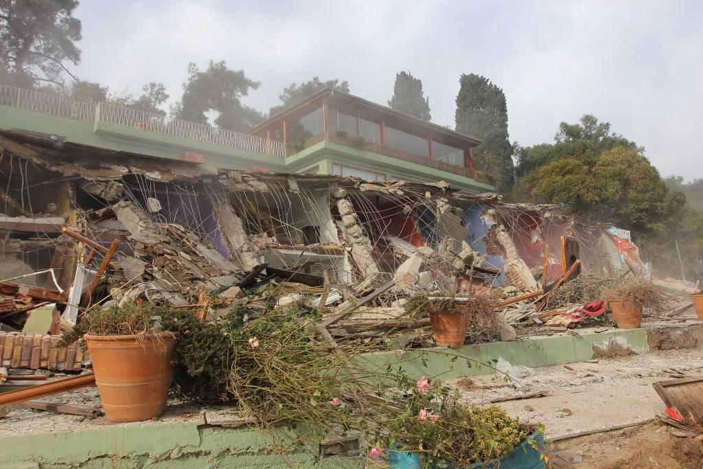 Aya Nikola Butik Pansiyon yıkımı